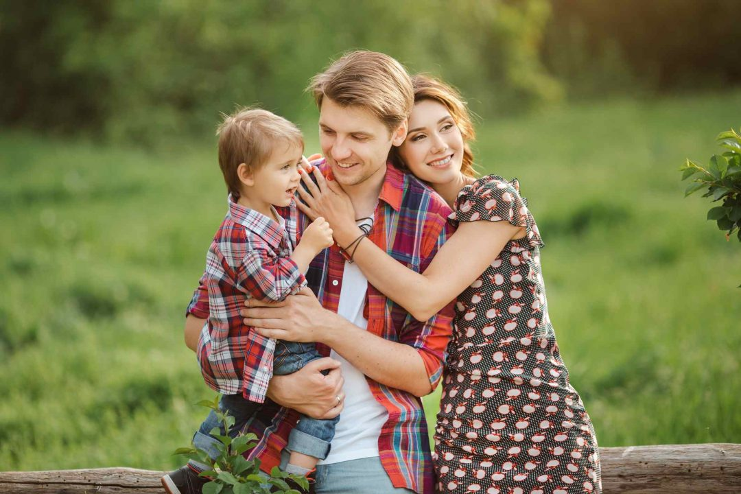 Familia tranquila por adquirir un seguro de vida