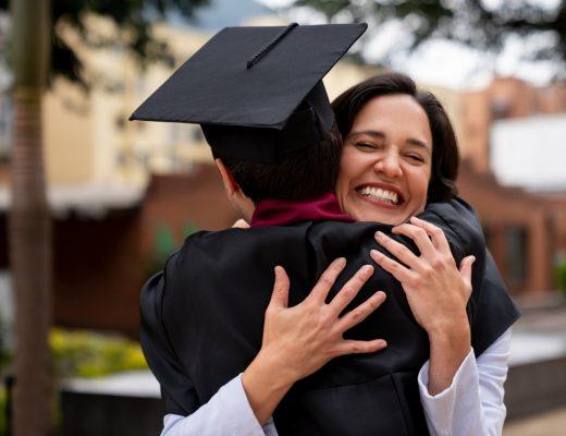 estudiante-graduandose-gracias-a-seguro-educativo