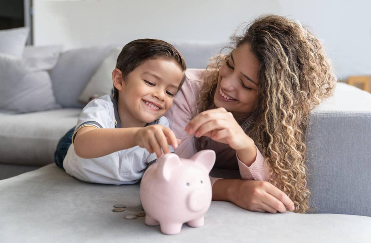 mam-e-hijo-ahorrando-para-seguro-educativo